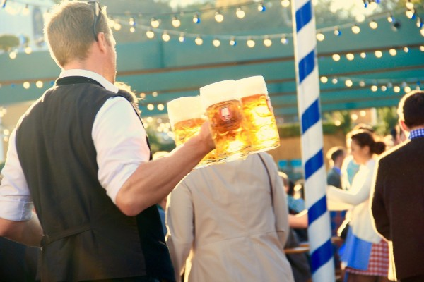 Bierfestivals-auf-der-ganzen-Welt-Weltweite-Bierbegeisterung